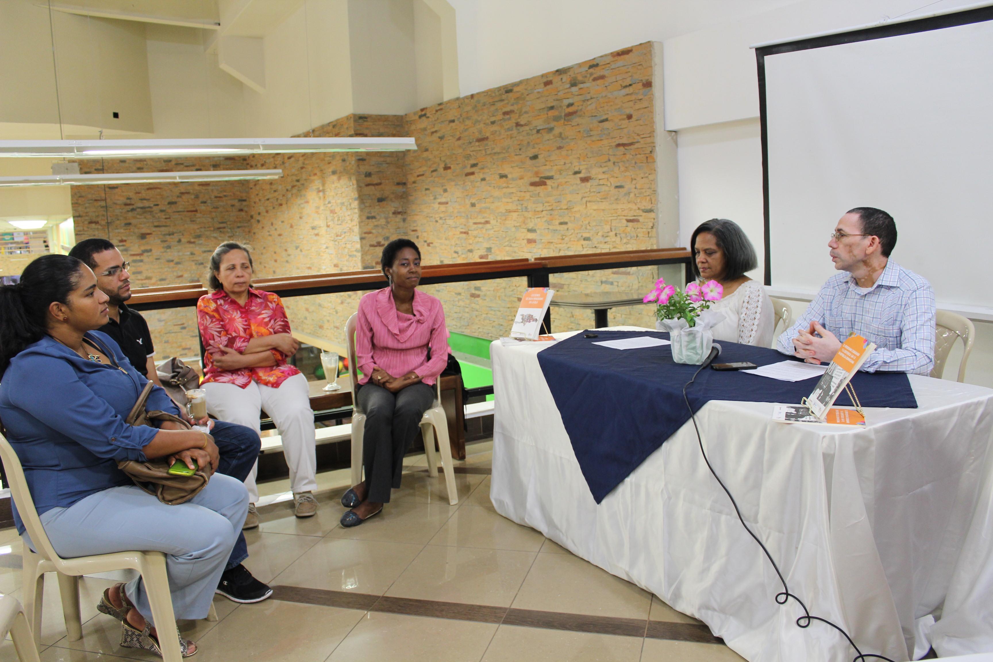 """Espacio de Comunicación Insular presenta en Santiago el libro """"Lecciones de buen periodismo en la isla"""""""